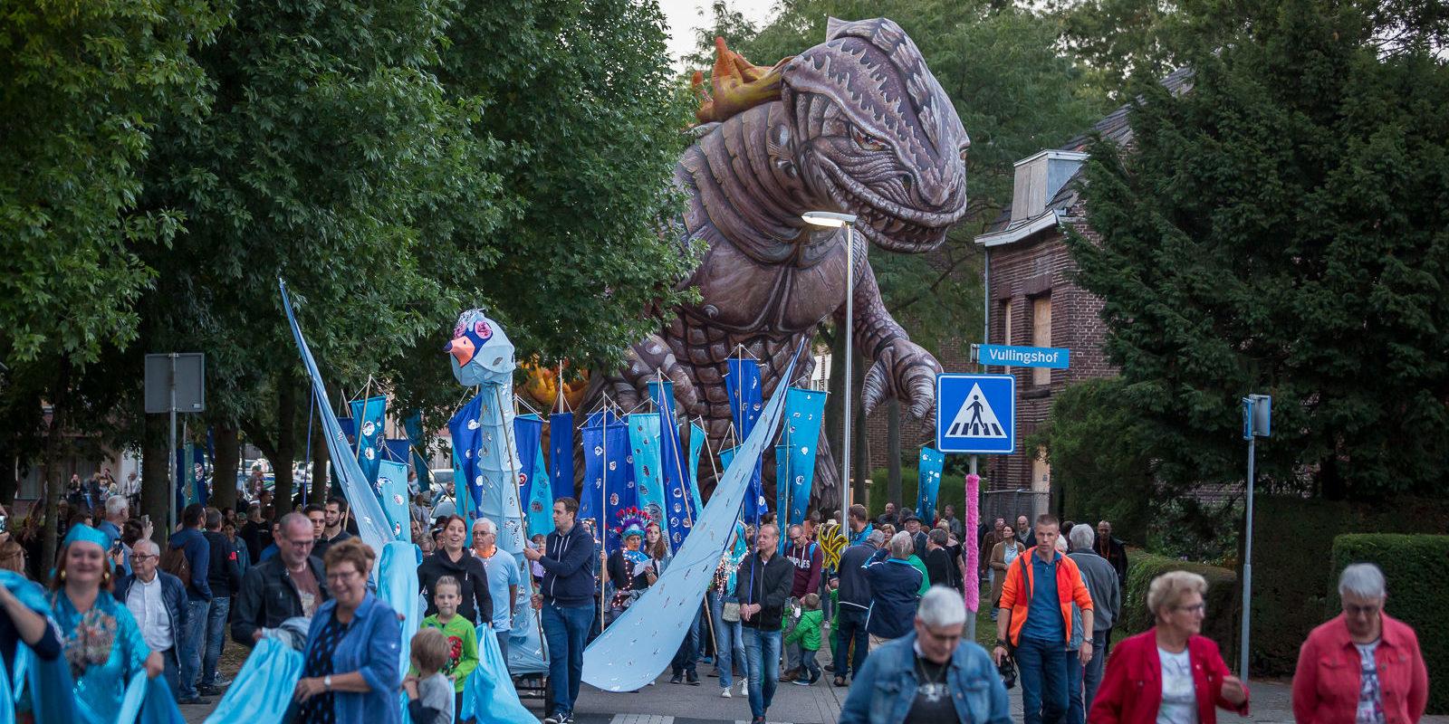 Heerlerbaan Op 100ste Verjaardag Oog In Oog Met Godzilla Cultura Nova