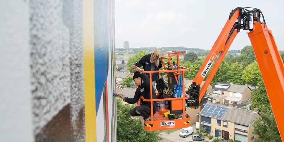 915332c8d9a17e Heerlen en Stichting Street Art krijgen landelijke aandacht in NRC voor het  mural-project XXL-Gallery op Heerlerbaan. Drie kunstwerken van zo'n 470 ...